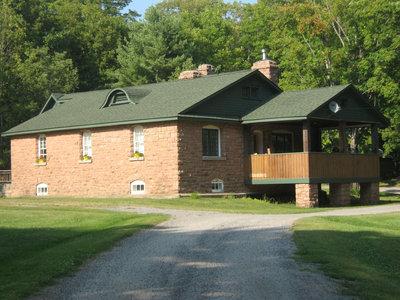 RI0177 - #1191 HWY 141 - Hood's home - formerly Moore House (Rosseau Lake College) & Crompton home
