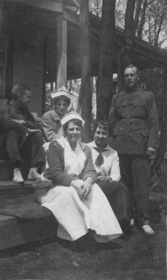 Nurses and soldiers at Fettercairn