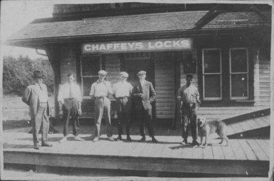 Waiting at Chaffeys Lock train station