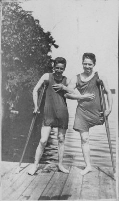 Convalescing soldiers in swimming costumes at Fettercairn