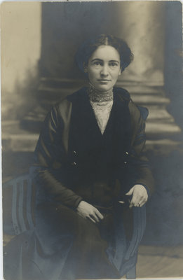 Elma Pierce Earl Circa 1915