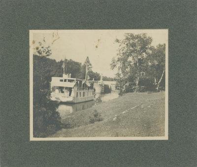 Houseboat below locks at Chaffeys
