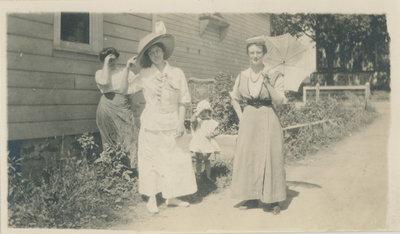 Elsie Kerr and friends