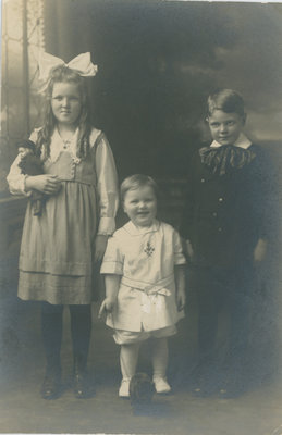 Eileen McFarlane and siblings