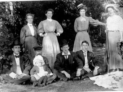 Members of Simmons Family and friends c.1910