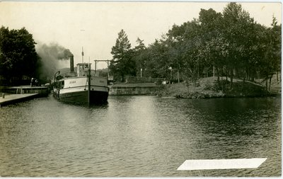 Steamboat Jeska at Chaffey's Locks c.1920