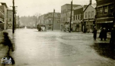 Flood of 1937, Looking West on Queen Street
