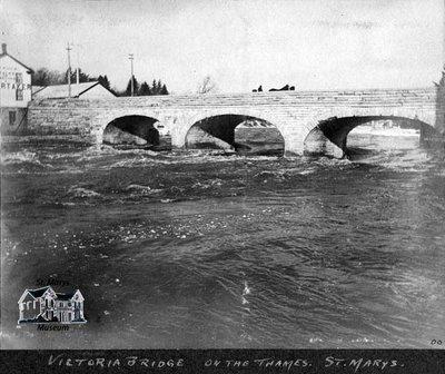 Victoria Bridge on the Thames River, 1900