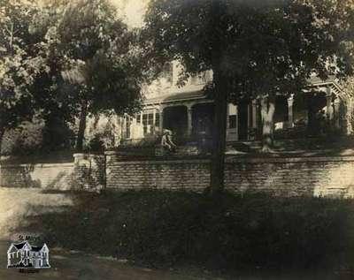 Exterior view of Athol Brae, 1913