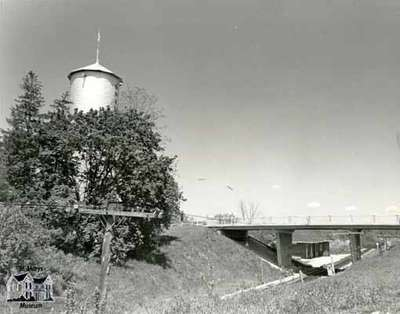 Queen Street overpass and the Water Tower, 1984