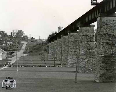 London railway bridge, 1984