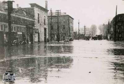 Flood, 1947 - Queen Street looking west