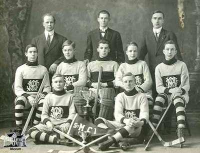 St. Marys Collegiate Hockey Team