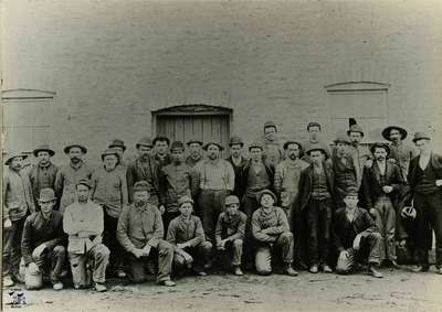 29 men in front of Richardson's Foundry