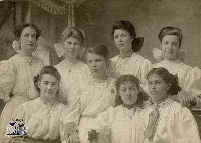 Gertrude Neelands, Gertrude Richardson, Florie Birch, Isabel Sparks, Minnie Gilpin, Helen Pearn, Clara Turner and Irene Eedy