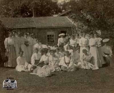 Women at barn raising at Jas. McIntyre's farm in Motherwell, 1906