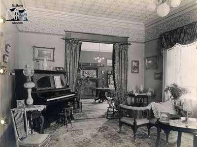Interior view of Athol Brae, 1913