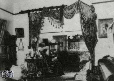 Interior view of J.W. Turnbull home in Galt, Ontario (1899-1900)