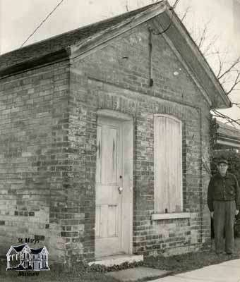 Small brick building located on corner of lot belong to 143 Water Street South
