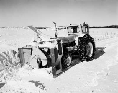 Snow removal with an IHC I660 model tractor, and a tractor mounted snow thrower.