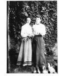Portrait of Jennie and Minnie Keith.