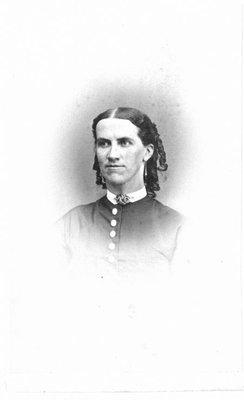 Bust portrait of an unidentified woman, in ringlets.