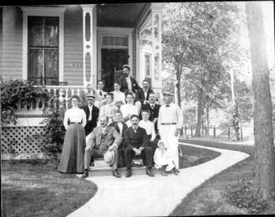 Butz family at 802 Lake Ave., Wilmette