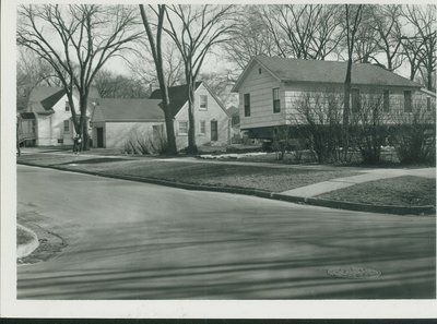 House on rollers at Prairie and Central St., Wilmette, 1950