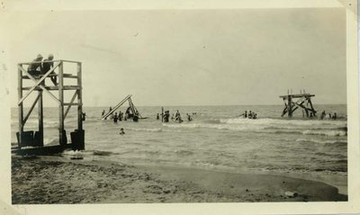 Lifeguard station and people at the Wilmette beach