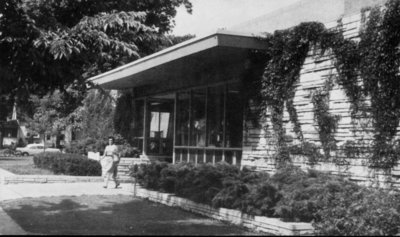 Wilmette Public Library featured on a postcard No.25