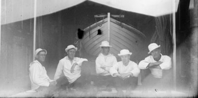 Middle Island: Crew and Lifeboat