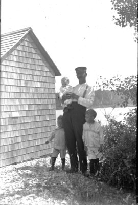 Middle Island: George Hartlep and Children
