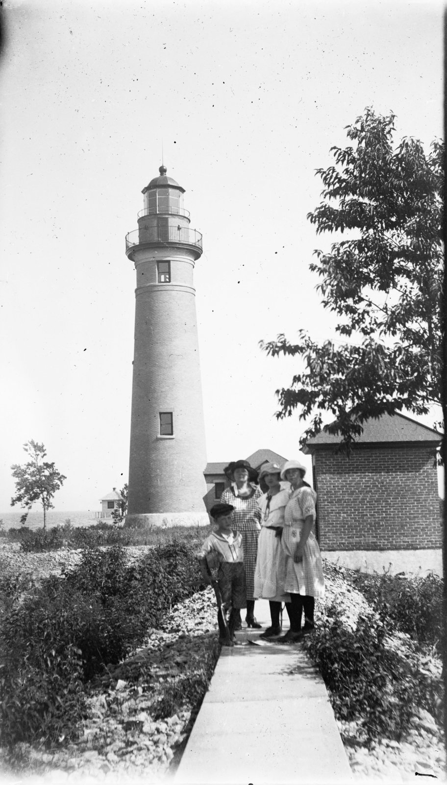 Middle Island: Family at Lighthouse