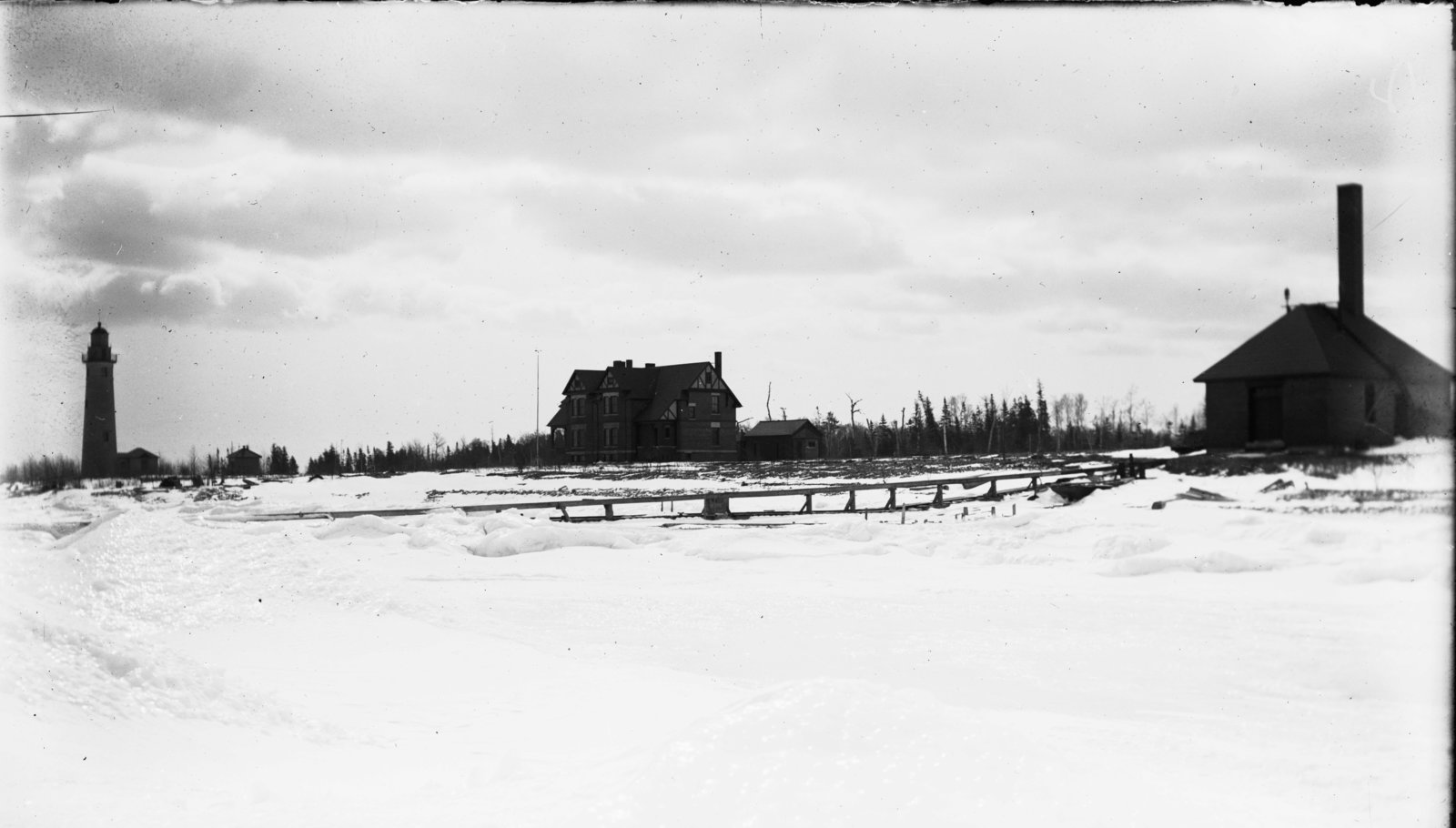 Middle Island:  Lighthouse, Keeper's Quarters, Fog Signal Building
