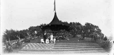 Hartlep Family at Cedar Mound & Floral Flag on Belle Isle in Detroit, Michigan