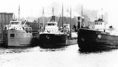 EDWARD L. STRONG (1922, Bulk Freighter)