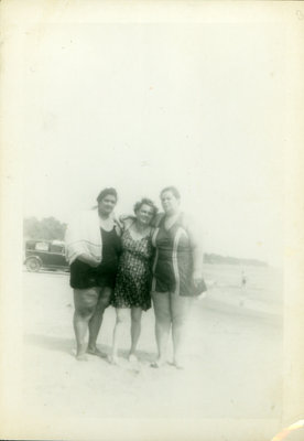 Iris Sloman with unidentified woman and sister Helen Sloman [n.d.]