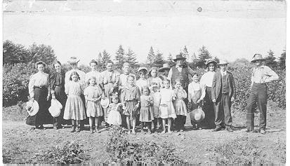 At farm of Wilson Henderson opposite site of Lions Park on Martha St. -- group of 22 people; dated 1900