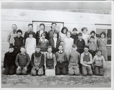 Class photograph, Castleton Public School, Cramahe Township, August 1931