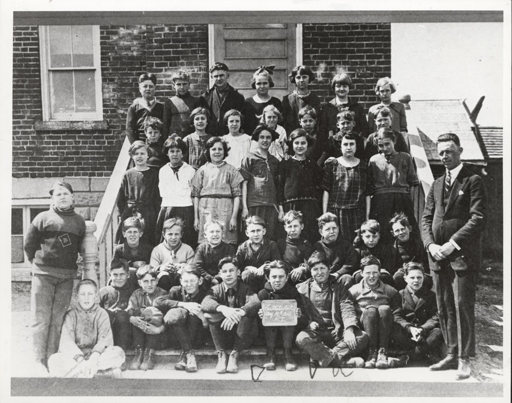 Castleton Public School, 1924, including A.G. Cracknell, Teacher