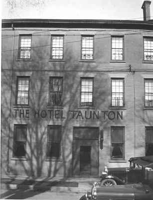 <b>Taunton Hotel<b>