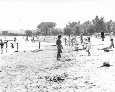 <b>Cobourg Beach c.1960<b>