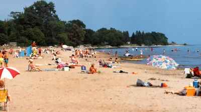 <b>Cobourg Beach<b>