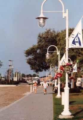 <b>Cobourg promenade<b>