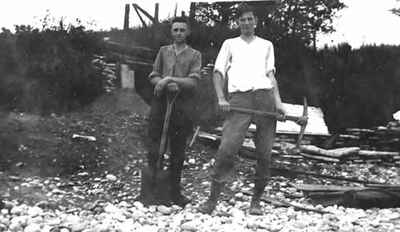 """<b>Percy Climo and Douglas Walden rebuilding the """"Better 'Ole"""" - c.1920<b>"""