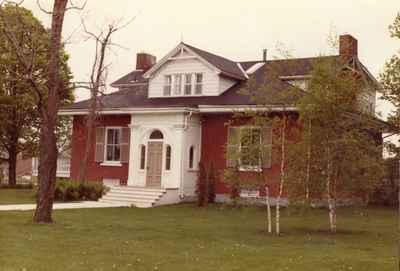 <b>Residence of Frances Burnet Jr.<b>