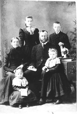 A family portrait of the George and Elizabeth (Aitken)  Hume family.