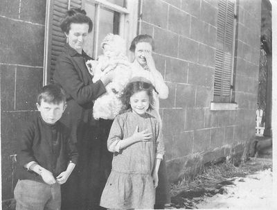 Mrs. Jennie (Gilmore) Brooks with Children