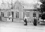 Two ladies in front of the Glen School 1912
