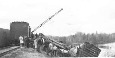 Déraillement d'un train à marchandises à Ashburton en 1954 / Freight train derailment in Ashburton, 1954